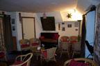 Le petit salon, à côté de la salle de spectacle.<br />(Photo : Daniel Ballez)