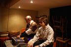 En régie, Daniel et Logan effectuent les réglages.<br />(Photo : Yvonne Vansteenkiste)